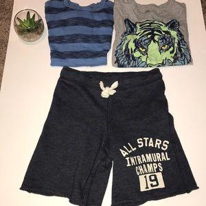 Boys Gap (2) tee shirts and (1) short.  Navy Sz. 5